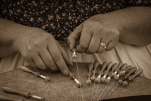 Lacemaker 1364 by Guy Whiteley