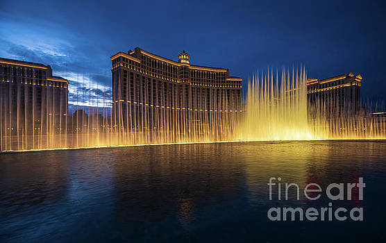 Las Vegas Bellagio Night Fountains by Mike Reid