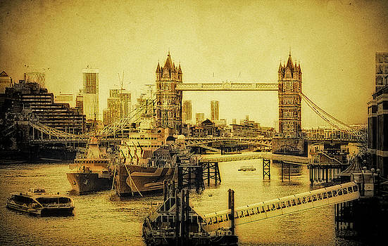 LE James JOYCE and HMS belfast  by Andrew David Photography