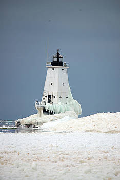 Lighthouse in Ice by Linda Kerkau