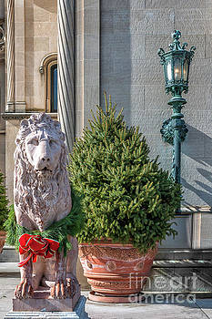 Dale Powell - Lion Statue - Biltmore Estate