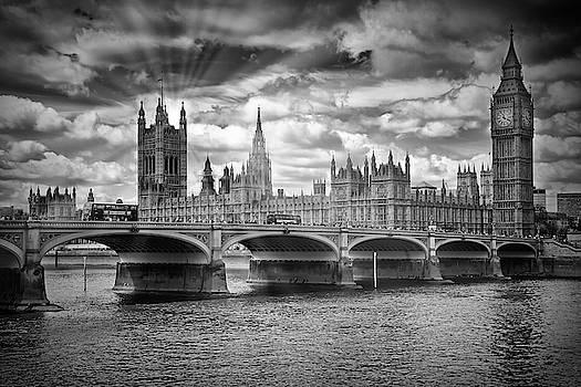 Melanie Viola - LONDON Westminster Bridge Sunrays - monochrome