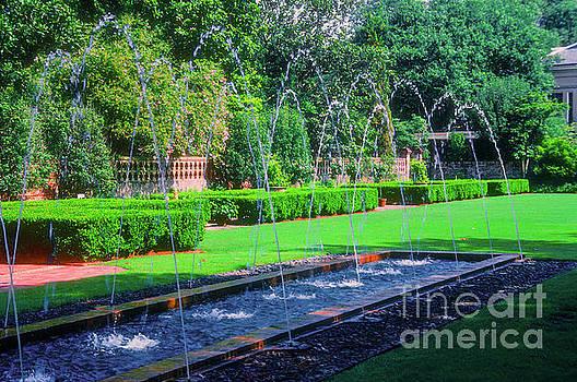 Bob Phillips - Longue View Garden Fountains