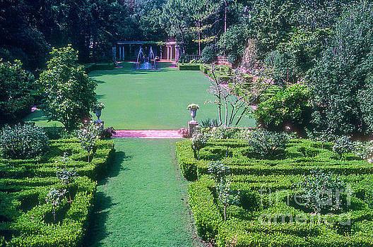 Bob Phillips - Longue Vue Garden and Fountain