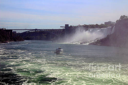 Maid Of The Mist Canada by Doc Braham