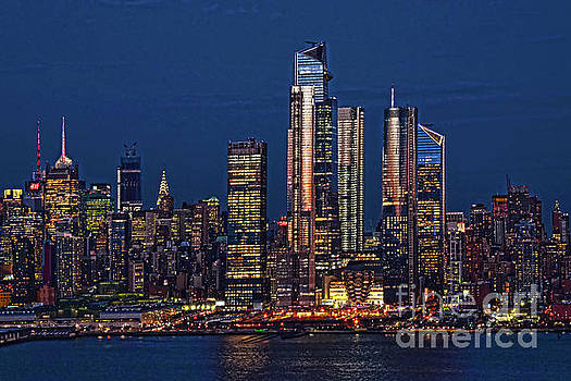 Regina Geoghan - Manhattan Night Glow
