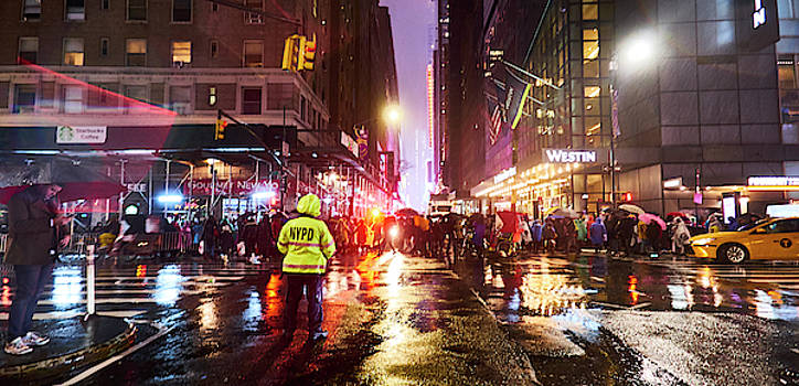 Manhattan NYE by Charles Quiles