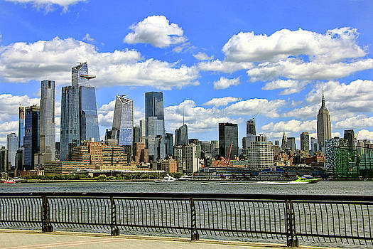 Manhattan skyline on a cloudy day by Geraldine Scull