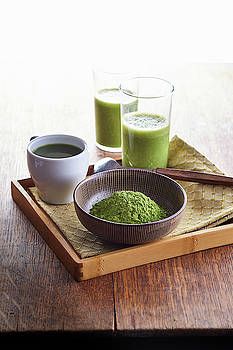 Matcha powder and drinks by Cuisine at Home