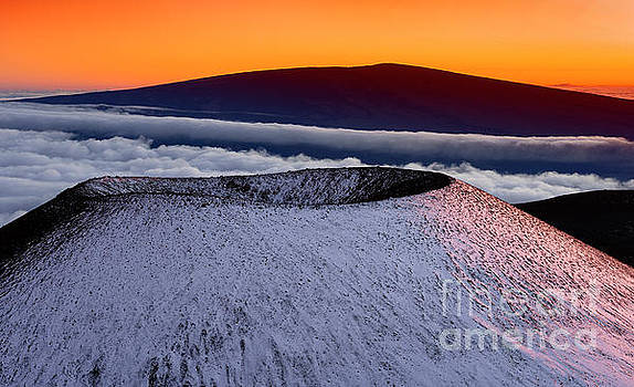 Mauna Kea To Mauna Loa by Aaron Whittemore