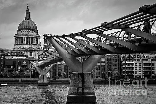 Millennium Bridge 01 by Arnaldo Tarsetti