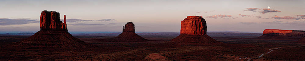 Monument Valley after sunset by Kamran Ali