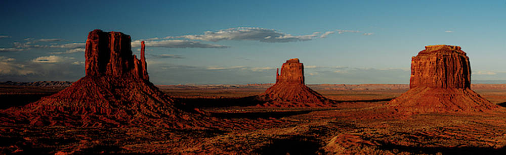 Monument Valley at dusk by Kamran Ali