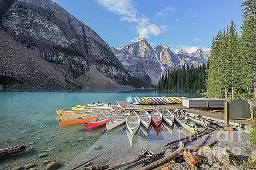 Moraine Lake, Banff National Park by Eddie Hernandez