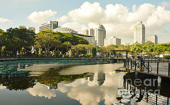 Morning in Rizal Park by Yavor Mihaylov