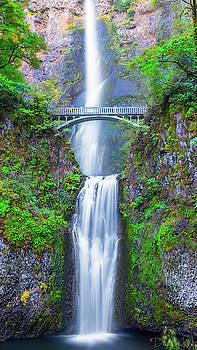 Multnomah Falls by Dheeraj Mutha