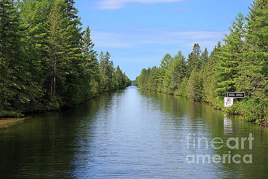 Narrow cut on the Trent Severn Waterway by Louise Heusinkveld
