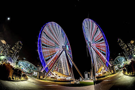 New ferris wheel and its reflection by Sven Brogren