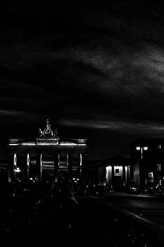Michael Nguyen - Night Berlin Brandenburg Gate