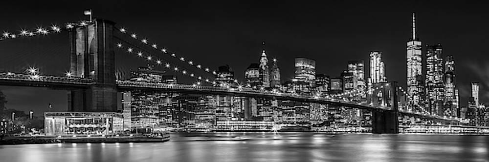 Melanie Viola - Night-Skyline NEW YORK CITY bw