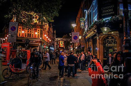London at night by Christo Christov