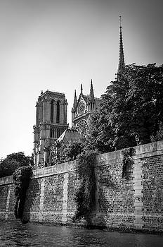RicardMN Photography - Notre Dame de Paris from the Seine before the fire of 2019 BW