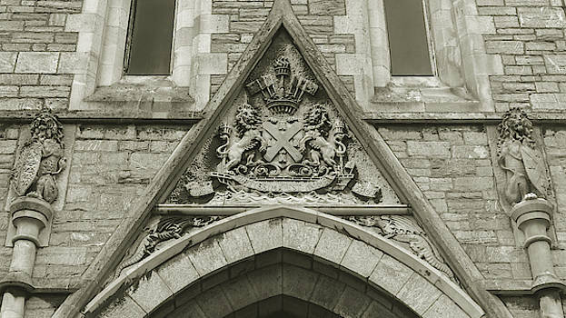 Jacek Wojnarowski - Old Coat of Arms on Plymouth Guildhall