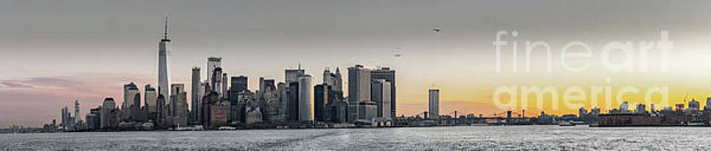 Panoramic View of Manhattan Island and the Brooklyn Bridge at Su by PorqueNo Studios