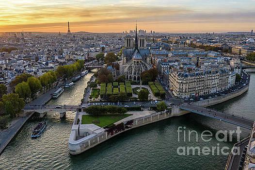 Paris Ile de la cite and Notre Dame by Mike Reid