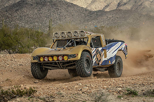 Parker 425 - Adonia Racing 6121 by Constance Puttkemery