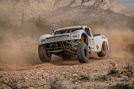 Parker 425 Desert Race - #6116 by Constance Puttkemery