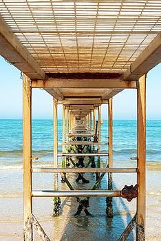 Pontile sul mare by Andrea Toxiri