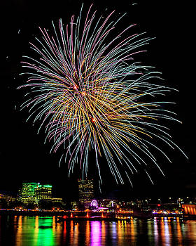 Portland Fireworks Extravaganza by Wes and Dotty Weber