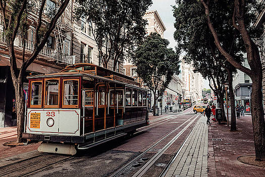 POWELL and MARKET CABLE CAR - SAN FRANCISCO by Daniel Hagerman