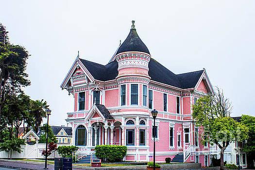 Lisa Lemmons-Powers - Pretty Pink Victorian