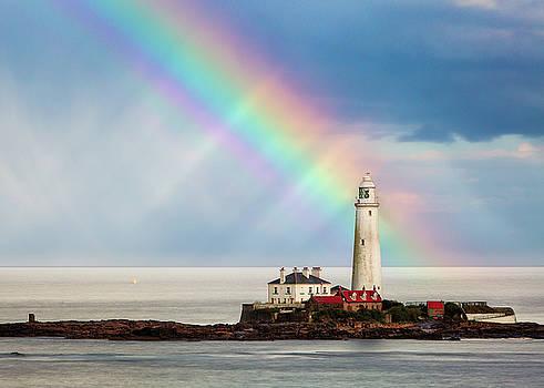 Rainbow over St Marys Lighthouse by Craig Wilkinson