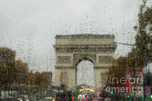 Wayne Moran - Rainy day at the Arc de Triomphe Paris France
