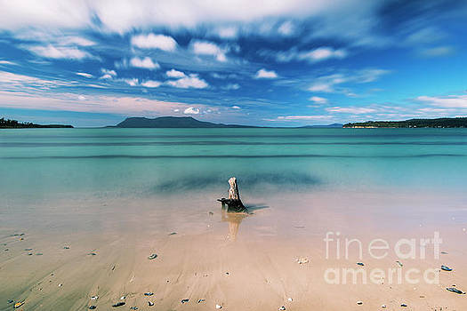 Raspins beach in Orford on the east coast of Tasmania. by Rob D
