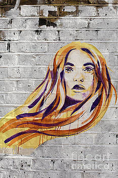 Patricia Hofmeester - Redhaired girl spray painted on wall