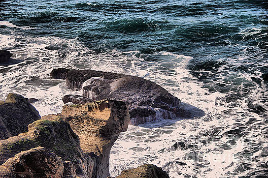 Rock and ocean by Jeff Swan