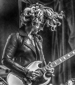 Samantha Fish black and white close up by Alan Goldberg