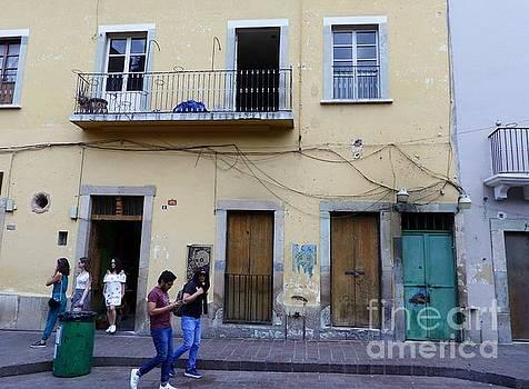 Guanajuato Street Scene by Rosanne Licciardi