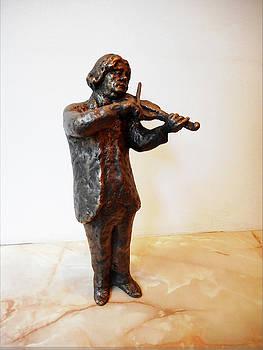 Sculpture of a violinist by Nikola Litchkov