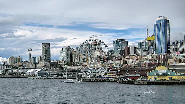 Seattle during the day by Linda Burek