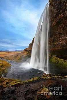Seljalandsfoss by Jamie Pham