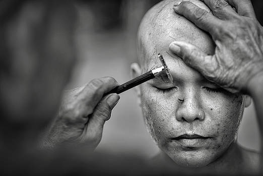 Shaving the Head 1 by Lee Craker