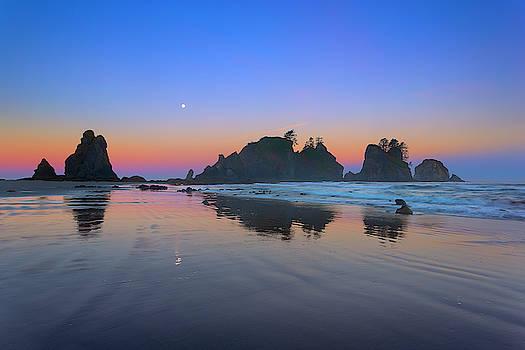 Shi Shi Beach Moonset by Brian Knott Photography