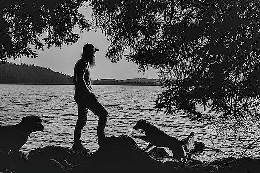 Julieta Belmont - Silhouette of dogs enjoying Half Moon Lake