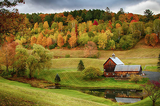 Sleepy Hollow Barn in Autumn by Jeff Folger