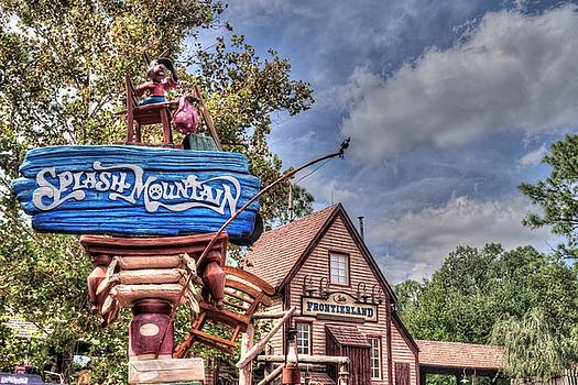 Splash Mountain And Frontierland by Randy Dyer